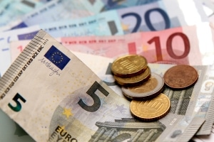 Im ALG-2-Bescheid wird angegeben, wie viel Geld Ihnen monatlich ausgezahlt wird.