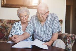 Auch im Alter gibt es Grundsicherung: Im Antrag sind zahlreiche Angaben zu machen.