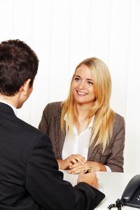 Ein Anwalt für Sozialrecht aus Hannover hilft bei Problemen mit dem Jobcenter.