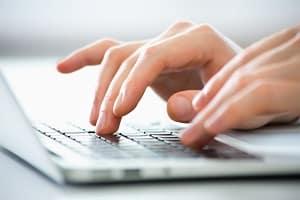 Mithilfe der Mitarbeiter in der Arbeitsagentur suchen Sie nach passenden Stellenangeboten.