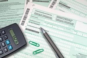 Arbeitslosengeld: Die Steuerklasse zu ändern während bestehender Arbeitslosigkeit, soll höhere Leistungen verschaffen.