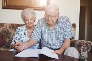 """""""Bekomme ich Hartz 4?"""" - Das fragen sich vor allem viele ältere Menschen in Deutschland."""