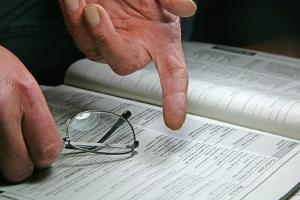 Die Eingliederungsvereinbarung (EGV) ist ein Vertrag zwischen dem Arbeitslosen und der Arbeitsagentur.