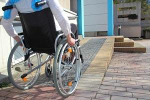 Für Menschen mit Behinderungen wird eine Eingliederungshilfe angeboten, die Beruf und Alltag erleichtern soll.
