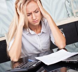 Wollen Sie Ihren Erstantrag beim Jobcenter stellen, sollten Sie nicht verzweifeln. Hilfe erhalten Sie beim Sachbearbeiter.