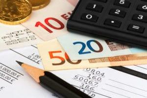 Steht trotz Hartz 4 eine Betriebskostennachzahlung an, so wird diese vom Jobcenter übernommen - solange sie angemessen ist.