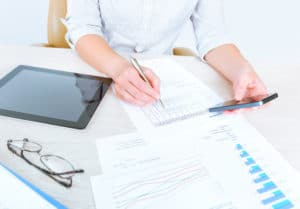 Hartz 4: Die dem Regelsatz zugrunde liegende Berechnung erfolgt durch die Einkommens- und Verbrauchsstichprobe (EVS).