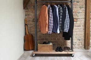 Der Hartz-4-Regelsatz und dessen Zusammensetzung bieten auch finanziellen Spielraum für neue Kleidung.