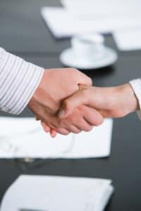 Nicht zum Hartz-4-Sonderbedarf gehören Mobilitätshilfen, die Sie bei der Aufnahme einer neuen Beschäftigung erhalten.
