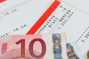 Bezug von Hartz 4: Führt eine Steuererklärung zur Rückzahlung, wird das Geld auf die Leistungen angerechnet.
