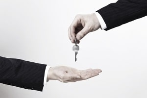 Hartz 4 und Wohneigentum schließen sich nicht immer gegenseitig aus. Nicht immer müssen Sie Ihr Haus verkaufen.