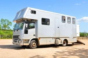 Beziehen Sie Hartz 4 und leben in einem Wohnwagen, übernimmt das Jobcenter angemessene Fixkosten.