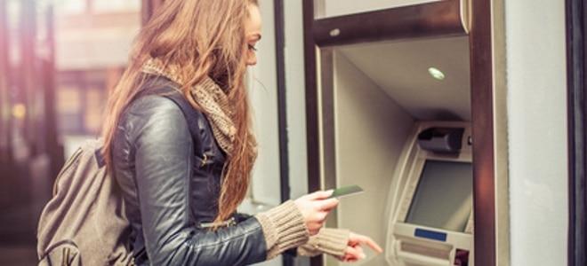 Das Jobcenter zahlt nicht: Dann kann der Gang zum Geldautomaten in einer bösen Überraschung enden.