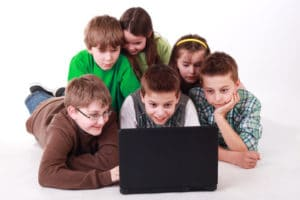 Kinder unter 13 Jahren dürfen auch beim Empfang von Hartz 4 keinen Ferienjob ausüben.