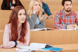 Bis zum 25. Lebensjahr wird Kindergeld auch im Studium oder in einer Ausbildung gezahlt.