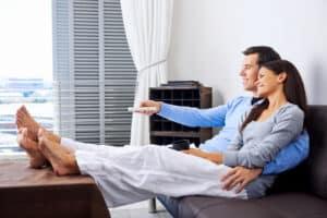 Die Kontrolle bei Hartz 4 kann auch Hausbesuche erfordern, wenn begründete Zweifel - z. B. an der Wohngemeinschaft - bestehen.