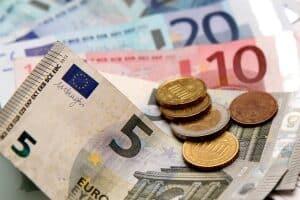Leistungen für die Bildung und Teilhabe werden als Geld- oder Sachleistungen gewährt.
