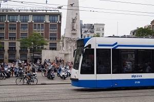 In vielen Städten wird die Monatskarte für Hartz-4-Empfänger vergünstigt angeboten.