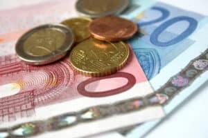 Für die Übernahme der Prozesskosten können Sie Prozesskostenhilfe beantragen.