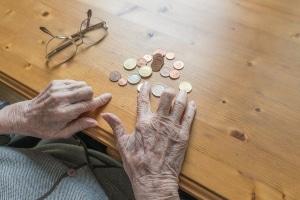 Niedrige Rente: Frauen sind überdurchschnittlich oft von Altersarmut bedroht.