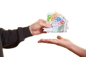Auch, wenn rückwirkend ein Teil Ihres Anspruchs entfällt, kann eine Hartz-4-Rückzahlung drohen.