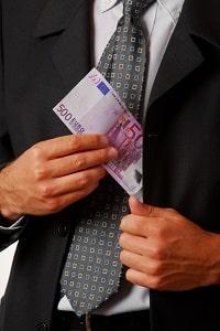 Selbstbehalt für Hartz-4-Empfänger: Das Einkommen wird nicht komplett angerechnet.