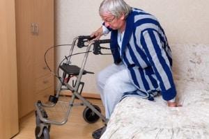 Manchmal reicht am Ende eines Berufslebens die Rente nicht mehr für das Nötigste. Deshalb gibt es Sozialhilfe auch im Alter.