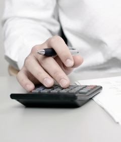 Die Umschulung in einen geeigneten Beruf steigert die Chancen auf dem Arbeitsmarkt.