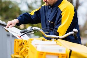 Ein Verwaltungsakt wird meist per Post versandt.